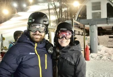 Photo de deux personne au ski